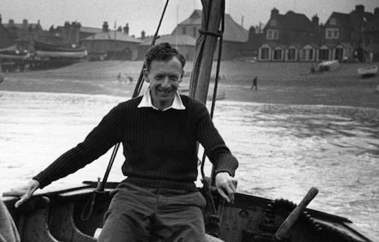 Benjamin_Britten_in a boat